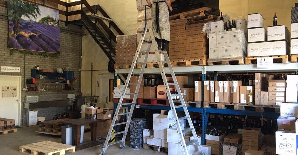 Dubbelzijdige trap voor wijnhandel jos beeres top way - Handige trap ...